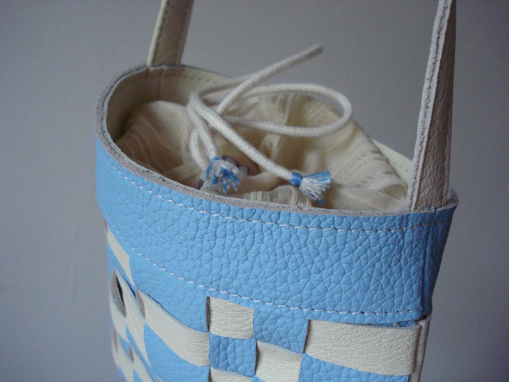 Schoudertasj-geweven-blauw-ecru